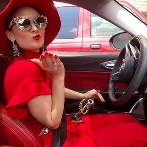 Meet the Posher Other - Hello! I'm Savina Valentine ❤️